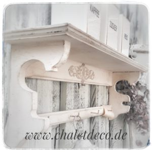 altes-Regal-shabby-Chic